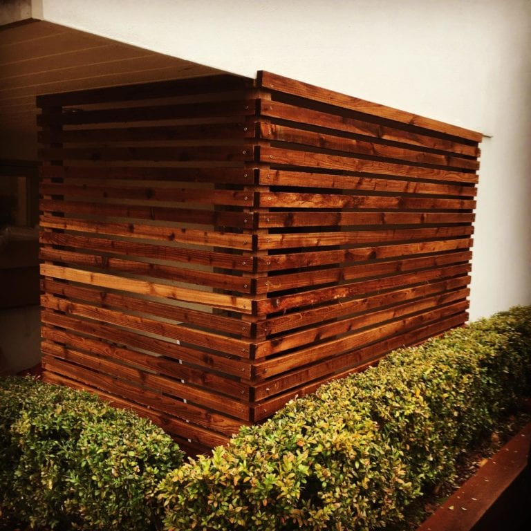 Planter with screen